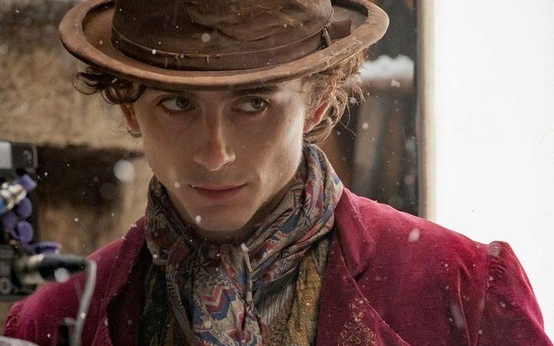Prime foto del film sul giovane Willy Wonka – Timothée Chalamet rivela il costume